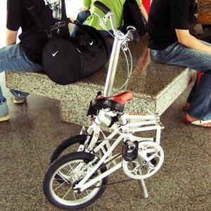 Jz88 folding bike on SMRT platform